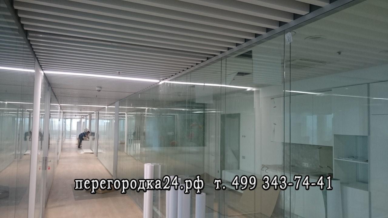 разделение на зоны пространства офиса стеклом