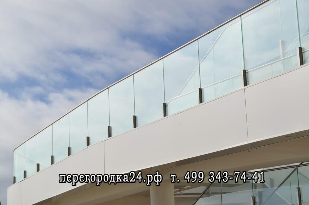Использование стеклянных ограждений
