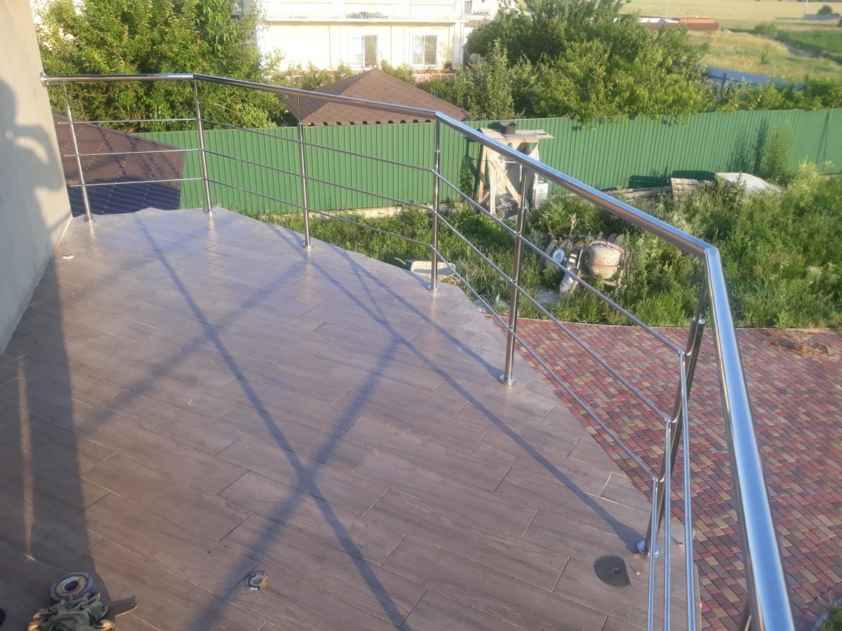 ограждение балкона из нержавейки