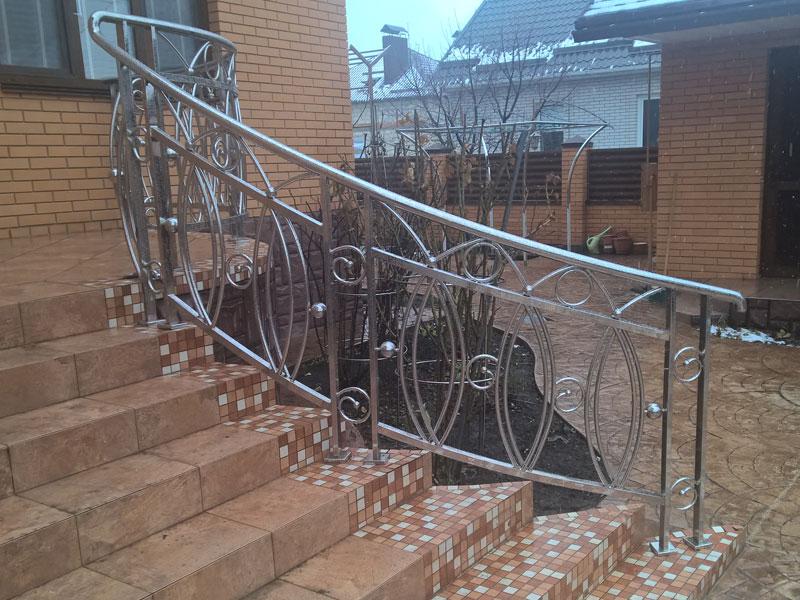 Перила из нержавеющей стали для крыльца дома