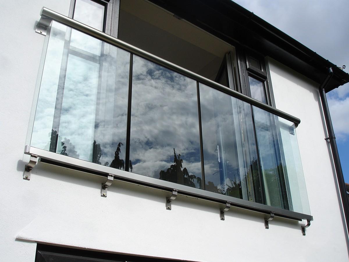 цельностеклянное ограждения для балкона