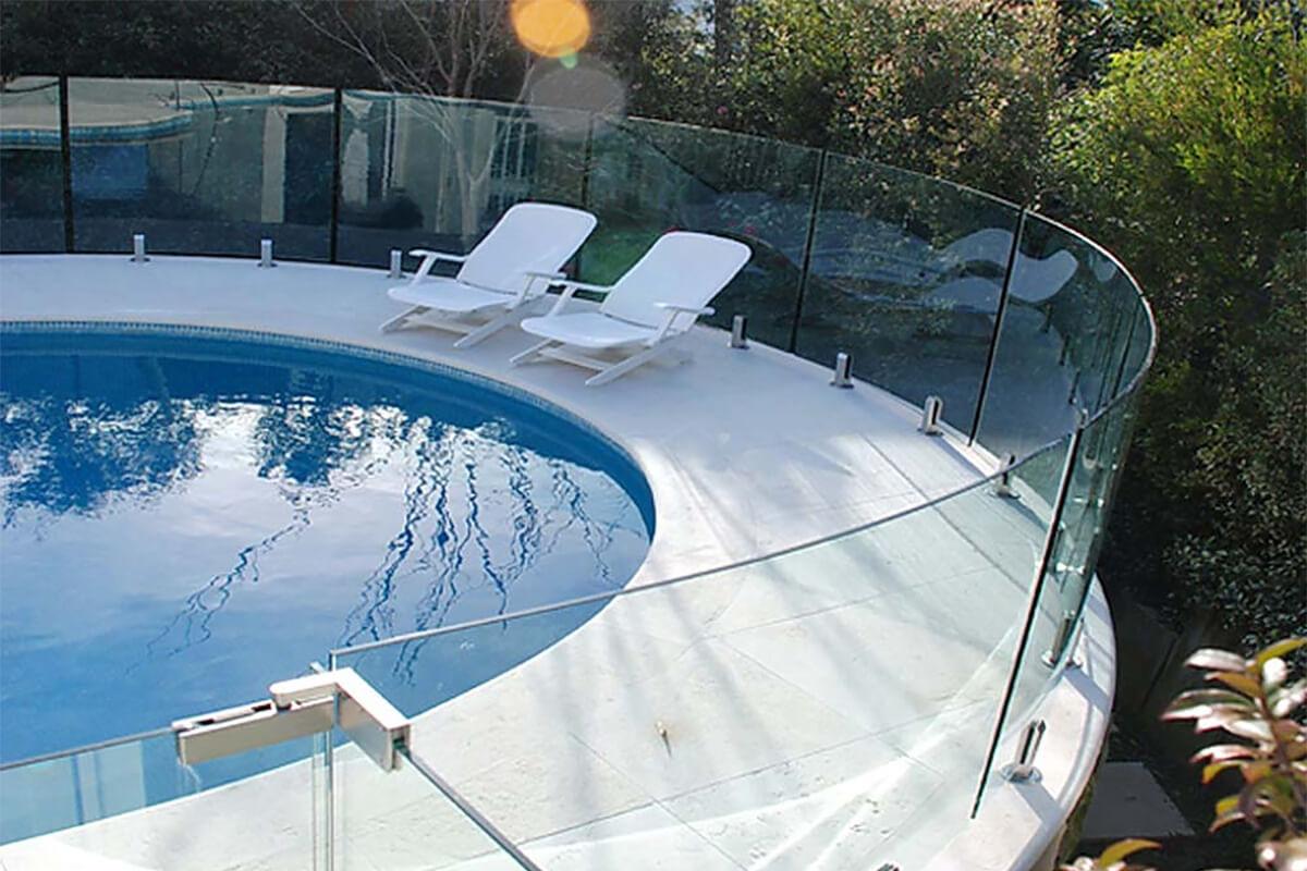 ограждение для бассейна из стекла