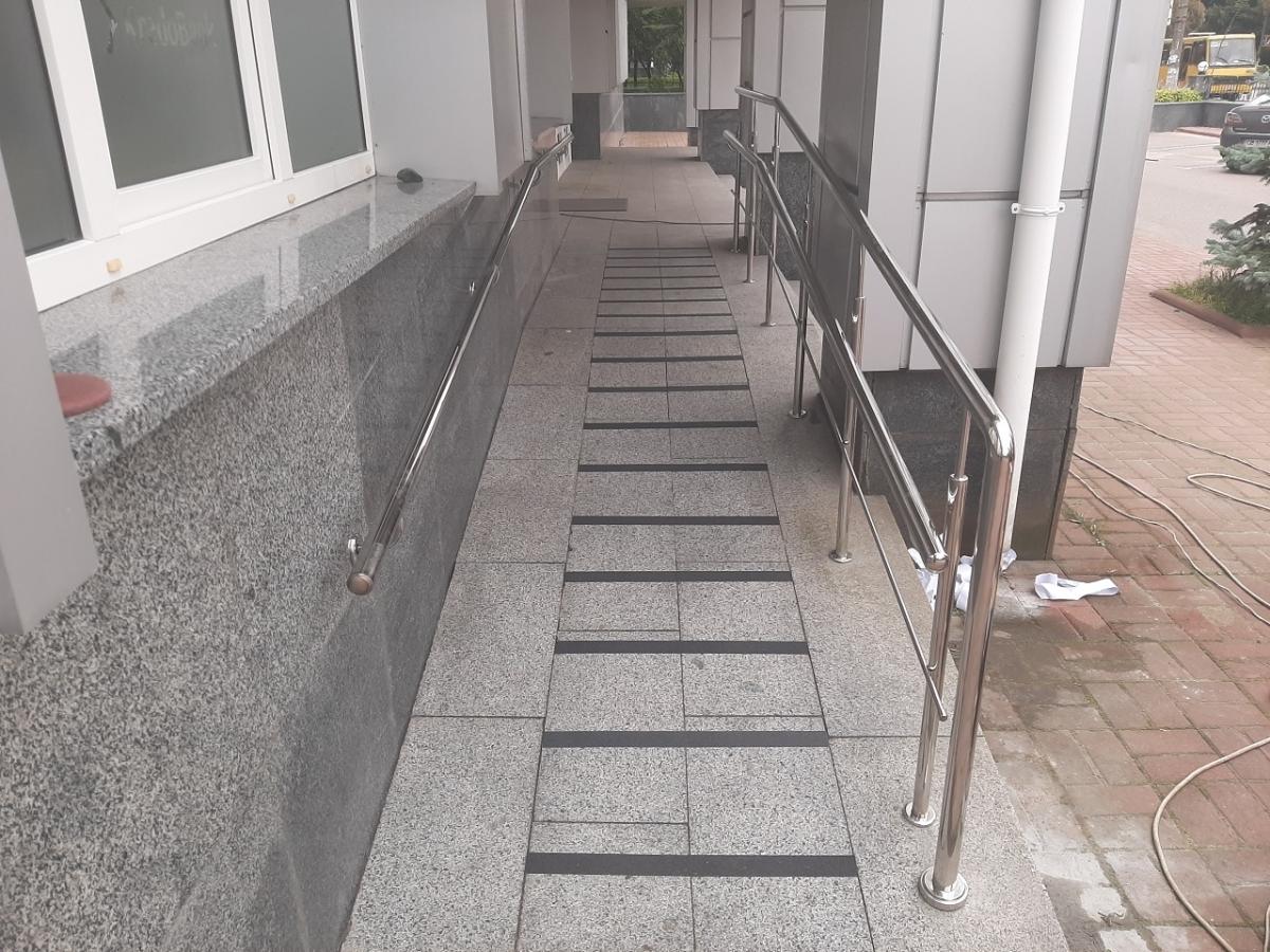 ограждения пандусов для инвалидов из нержавейки